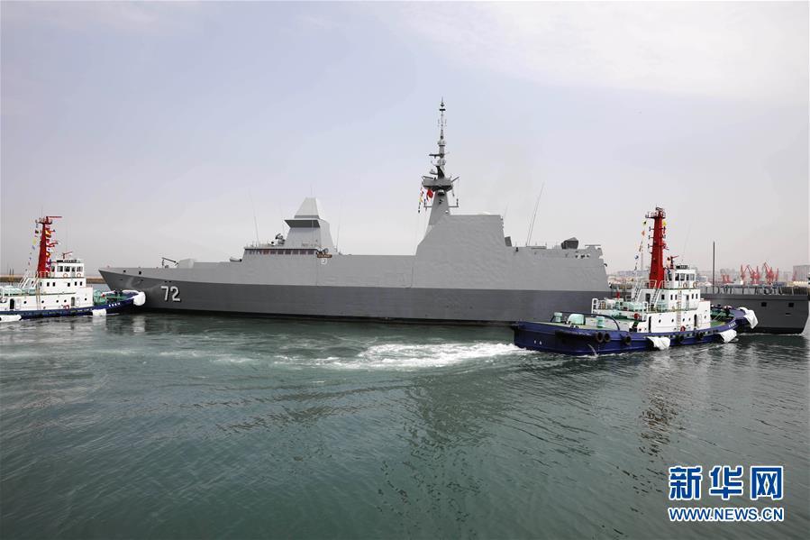 参加海军成立70周年多国海军活动的首艘外国舰艇抵达青岛.jpg