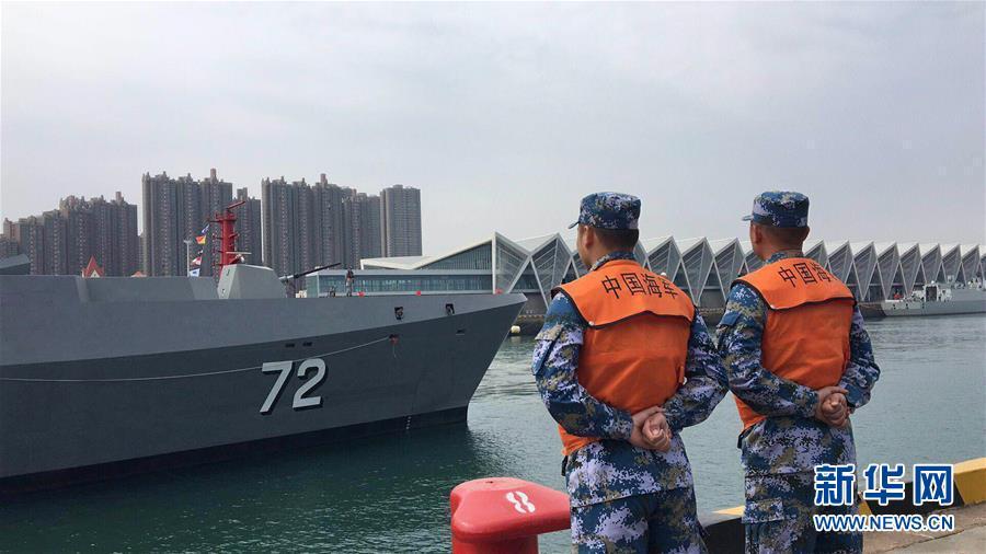 参加海军成立70周年多国海军活动的首艘外国舰艇抵达青岛2.jpg