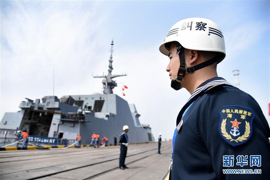 参加海军成立70周年多国海军活动的首艘外国舰艇抵达青岛4.jpg