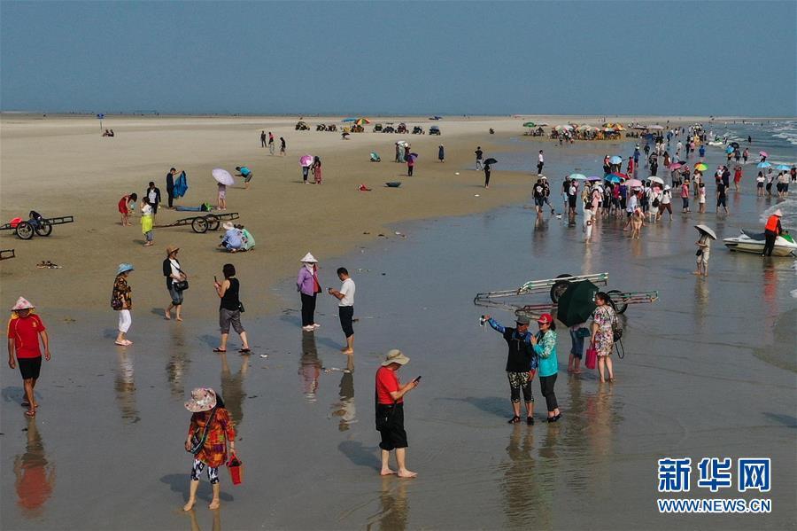 北海銀灘游人多3.jpg