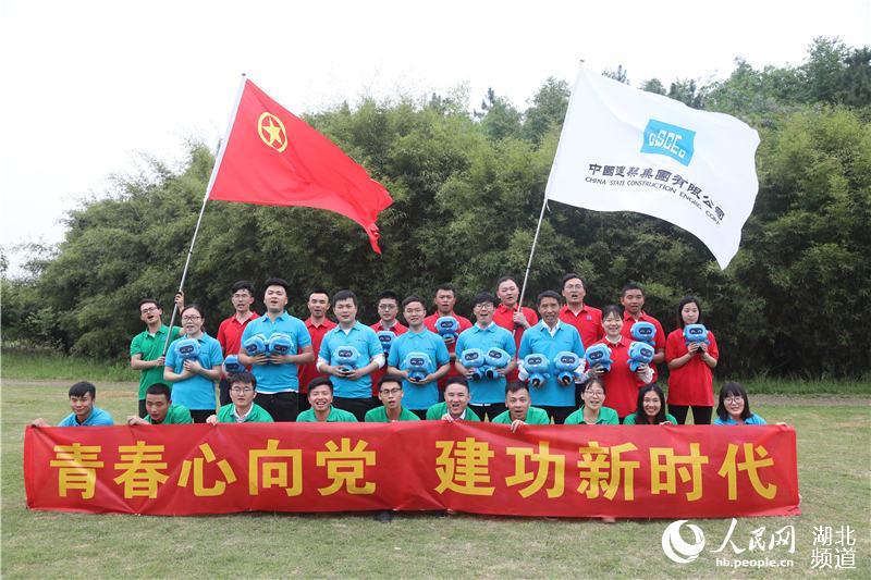 致敬五四青年节 青年建设者走进军营圆梦想2.jpg