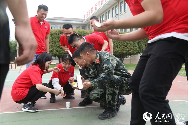 致敬五四青年节 青年建设者走进军营圆梦想3.jpg