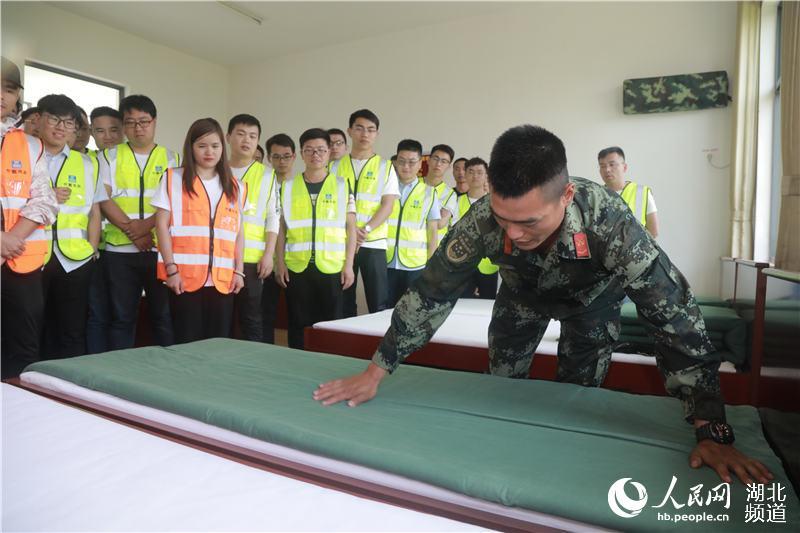 致敬五四青年节 青年建设者走进军营圆梦想4.jpg