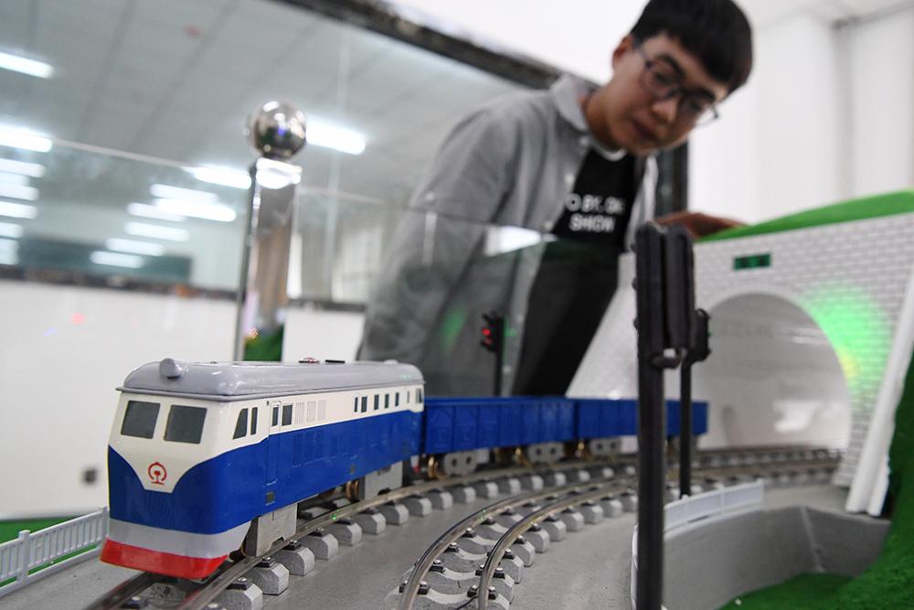 """教室里的火車""""調度員""""4.JPG"""