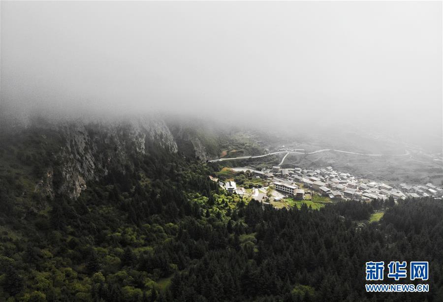 """雾中的""""石头城""""——扎尕那.jpg"""