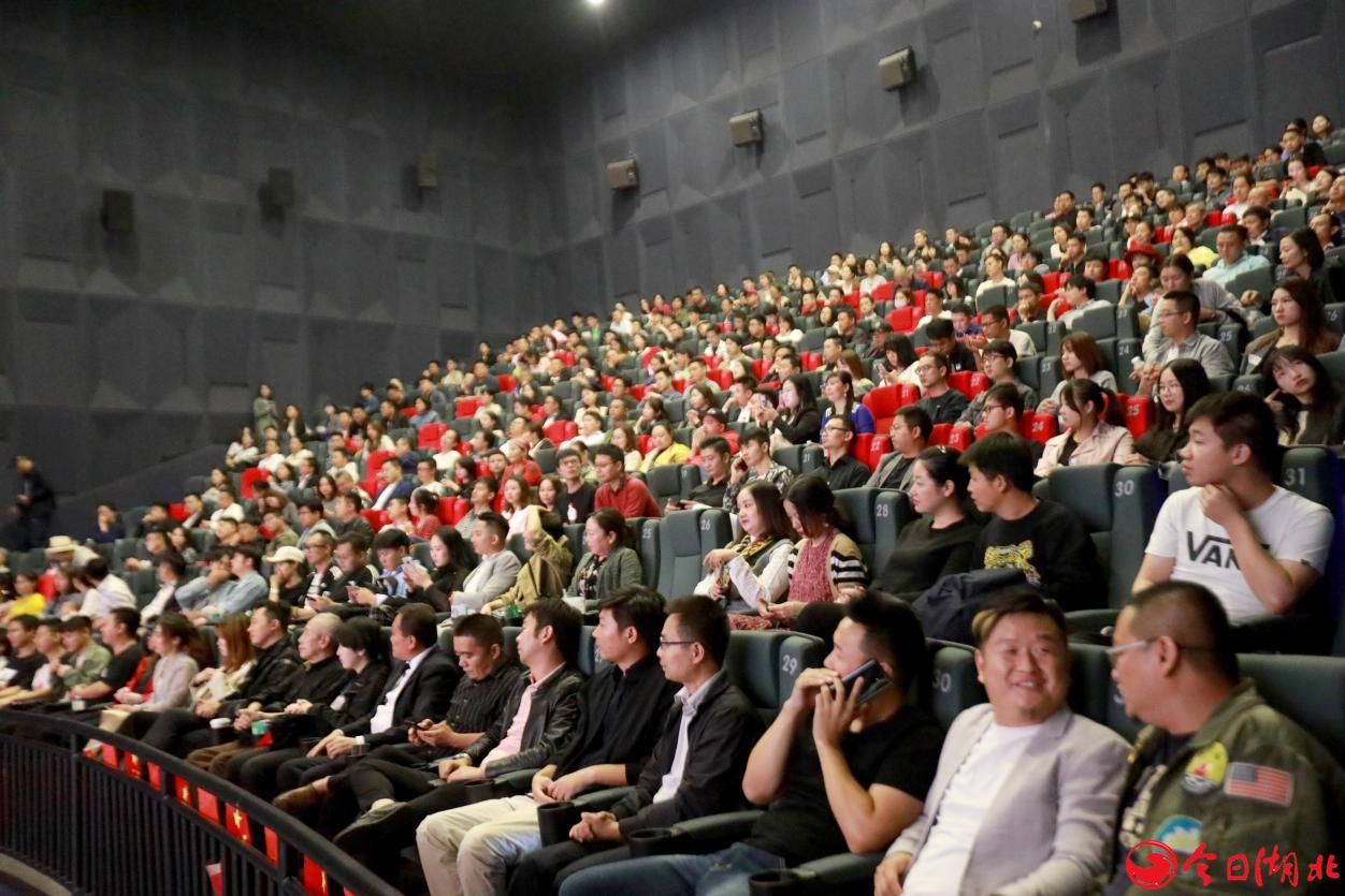 网络大电影《完美嫌疑人》首映礼 故事层层剥开,情节悬疑,现场观众纷纷表示好看、过瘾4.jpg
