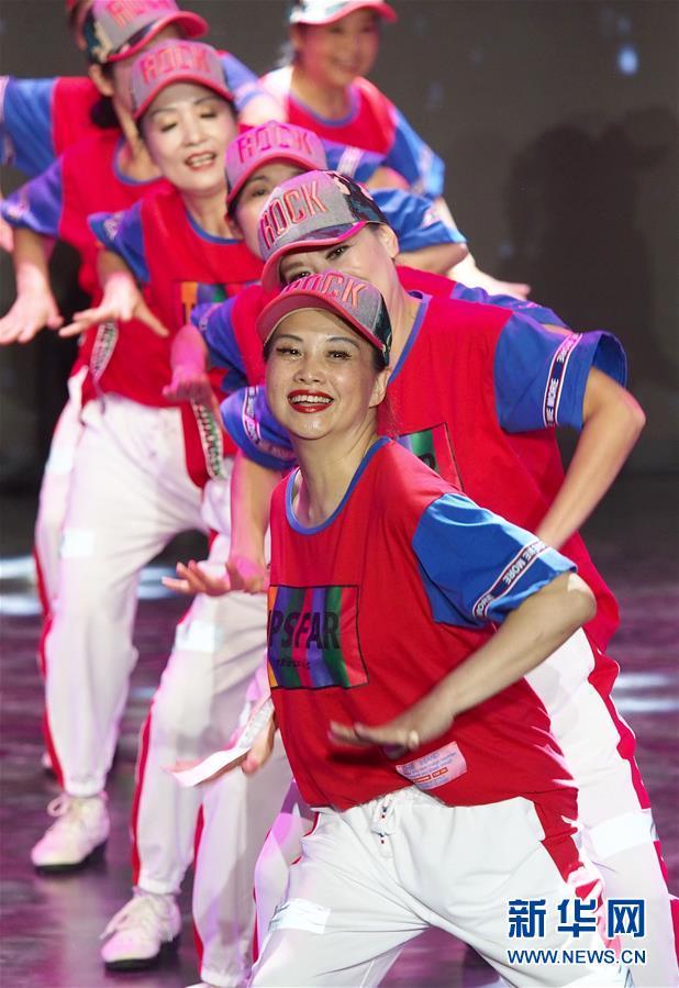 上海举行市民广场舞比赛2.jpg