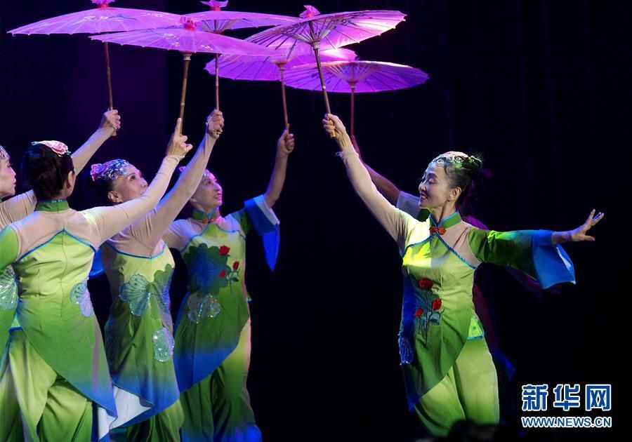 上海举行市民广场舞比赛4.jpg