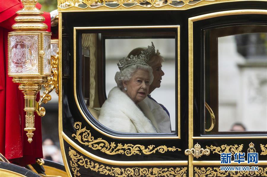 英女王出席英国新一届议会开幕仪式.jpg
