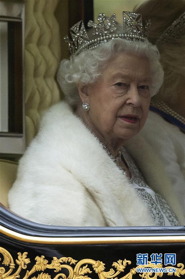 英女王出席英国新一届议会开幕仪式3.jpg