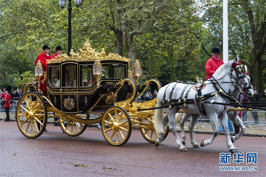 英女王出席英国新一届议会开幕仪式4.jpg