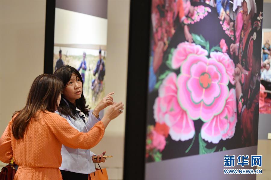 """""""锦绣河山""""少数民族风情摄影展在台北举行2.jpg"""