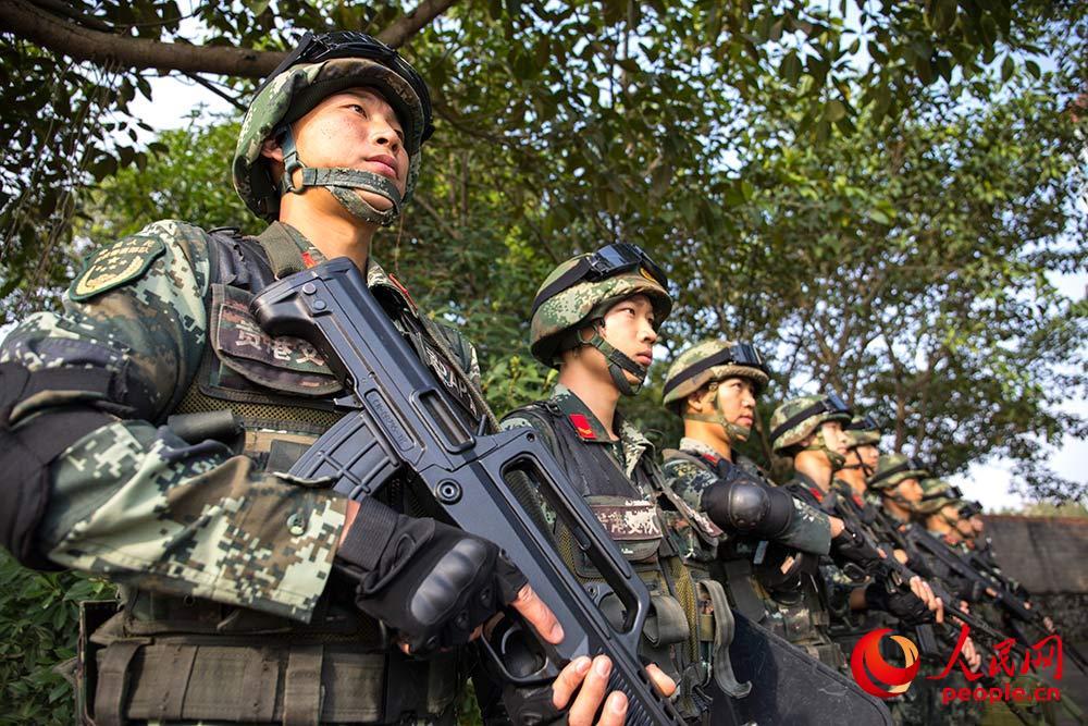 广西贵港:武警反恐演练 提升实战能力.JPG