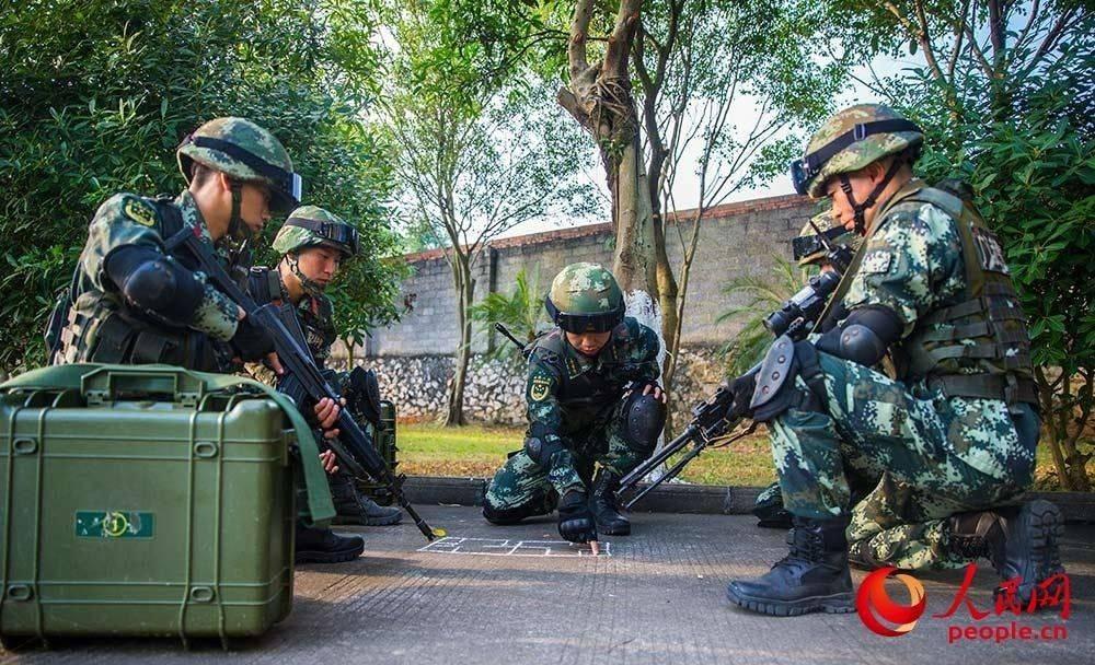广西贵港:武警反恐演练 提升实战能力2.JPG