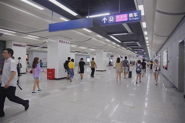 武漢地鐵陽邏線晚上8點半無車 市民盼延遲收班