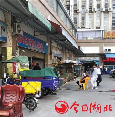 """海寶灣水產市場內,多家私售""""野味""""的店鋪表面上為水產店鋪。"""