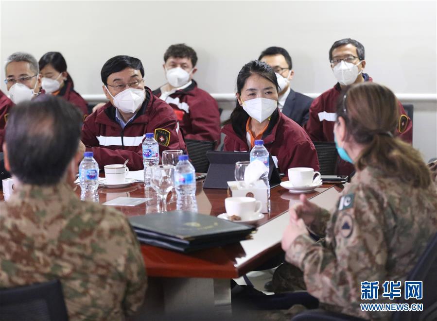 (國際疫情)(1)中國專家與巴基斯坦醫務人員交流防疫理念