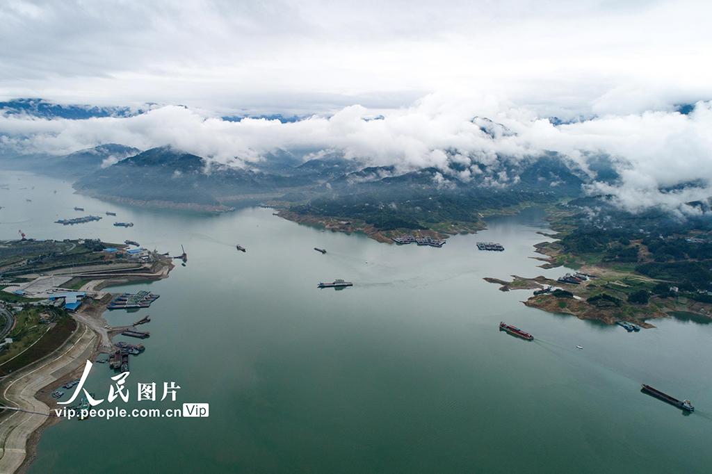 湖北宜昌:三峽汛期航運忙