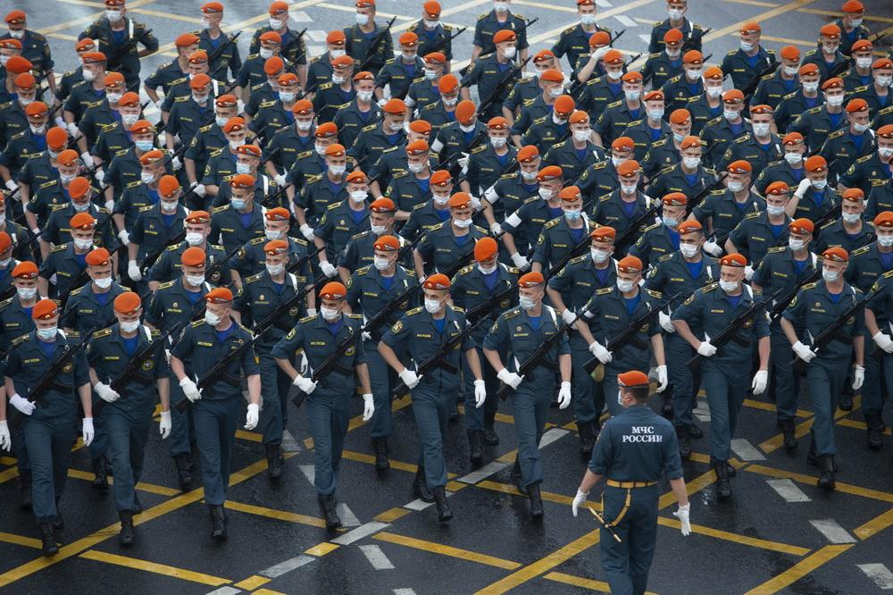 6月18日,步兵方隊在俄羅斯首都莫斯科參加閱兵式彩排。