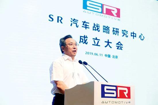 2019年6月11日,賽麟汽車與江蘇省如皋市聯合發起的SR汽車戰略研究中心在北京正式成立。中共如皋市委常委、如皋經濟技術開發區黨工委副書記馬金華在成立儀式上發言。圖/天天汽車